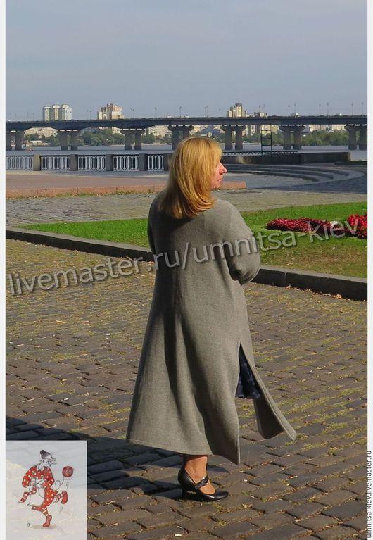 Фото. Стильное вязаное пальто и вязаная кофточка из кашемира - шикарный вязаный комплект.