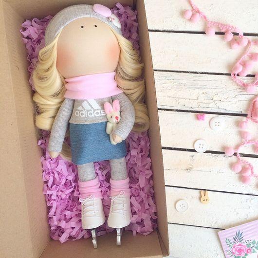 Коллекционные куклы ручной работы. Ярмарка Мастеров - ручная работа. Купить Интерьерная кукла в коньках. Handmade. Бледно-розовый, хлопок