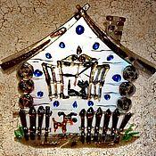 """Часы классические ручной работы. Ярмарка Мастеров - ручная работа Часы: """"Дом с собакой и кошкой"""". Handmade."""