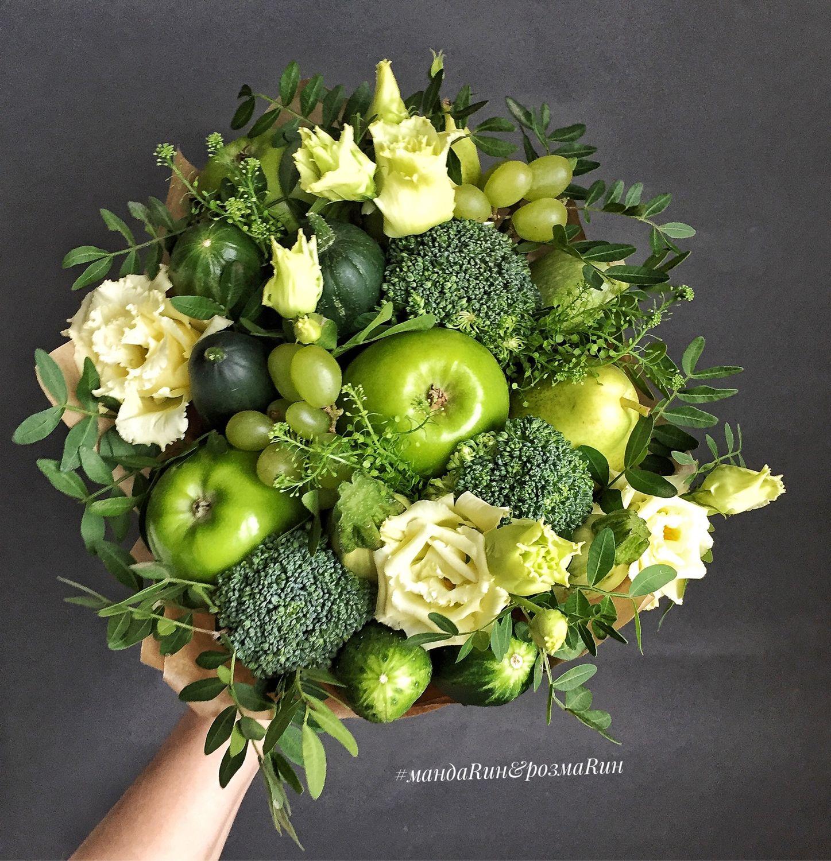 Букет из брокколи и яблок, цветов