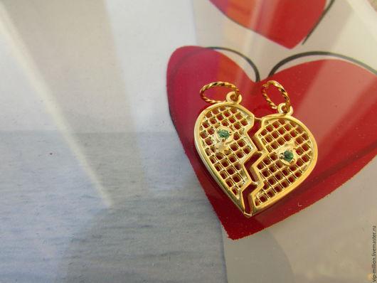 """Кулоны, подвески ручной работы. Ярмарка Мастеров - ручная работа. Купить Серебряное """"сердечко для двоих"""" с нано изумрудами. Handmade. Золотой"""
