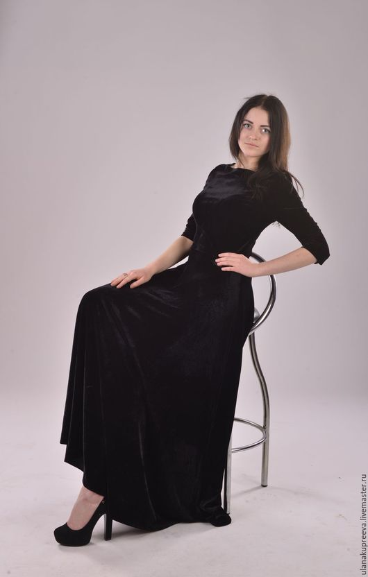 Платье длинное в пол из черного бархата стрейч.