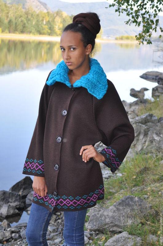 Верхняя одежда ручной работы. Ярмарка Мастеров - ручная работа. Купить Пальто вязаное с жаккардовой полосой, с воротником крупной вязки. Handmade.