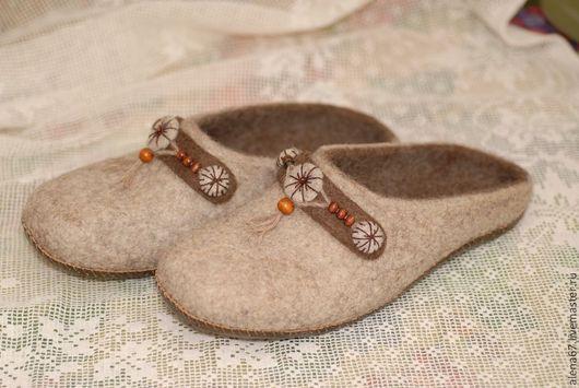 Обувь ручной работы. Ярмарка Мастеров - ручная работа. Купить тапочки валяные. Handmade. Бежевый, тапочки из войлока, тапочки женские
