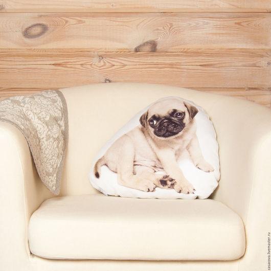 Подушка с мопсом