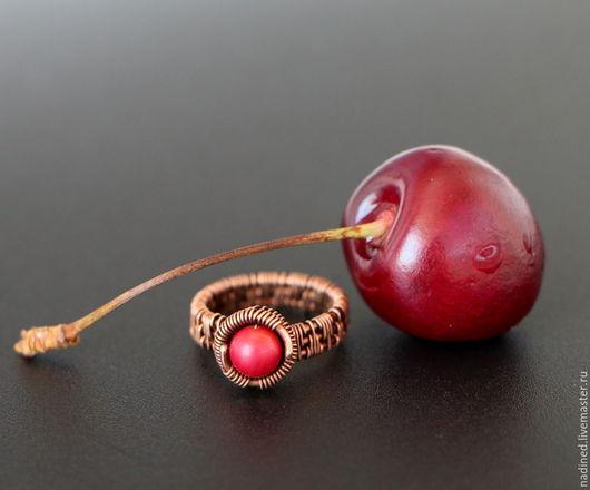 """Кольца ручной работы. Ярмарка Мастеров - ручная работа. Купить Кольцо """"Cherry"""" с кораллом. Handmade. Медное кольцо, красный, вишня"""