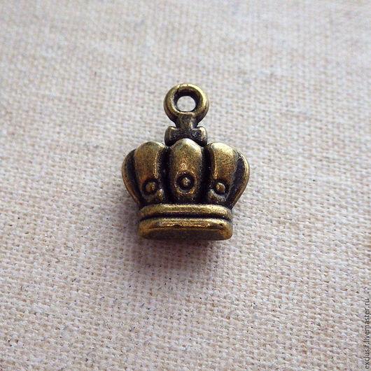 Фурнитура для создания украшений - подвеска 3D для кулона, браслета, серег в виде объемной короны. Цвет короны - античная бронза. Размер короны 1х1,2 см. Купить подвеску корона