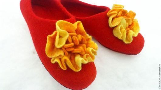 """Обувь ручной работы. Ярмарка Мастеров - ручная работа. Купить Тапочки """"Солнечный цветок"""". Handmade. Рыжий, подарок женщине"""