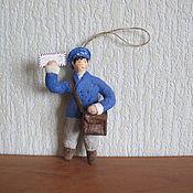 Подарки к праздникам ручной работы. Ярмарка Мастеров - ручная работа Почтальон. Ватные елочные игрушки. Handmade.