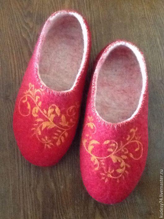 """Обувь ручной работы. Ярмарка Мастеров - ручная работа. Купить Тапочки из шерсти """"Красная рапсодия"""". Handmade. Ярко-красный"""