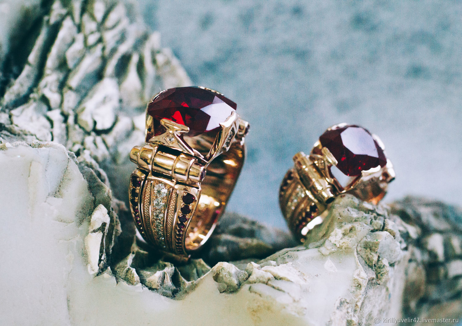 Seals from gold of 585 tests with artificial ruby, Ring, Kemerovo,  Фото №1