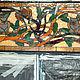 Витраж с двумя совами, сидящими на асимметричных переплетающихся дубовых ветвях, выполнен по старинной свинцово-паечной технологии. Авторский дизайн, элементы и тематика стиля Ар-Деко. Установлен в кв