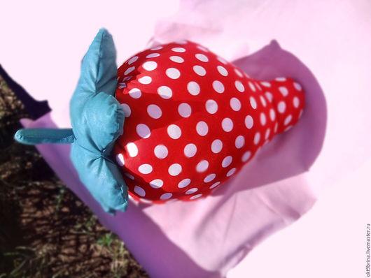 Текстиль, ковры ручной работы. Ярмарка Мастеров - ручная работа. Купить Подушка-игрушка Клубничка. Handmade. Ярко-красный, ягода
