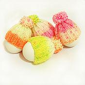 Подарки к праздникам ручной работы. Ярмарка Мастеров - ручная работа Пасхальные шапочки на яйца ярких цветов (розовый, оранжевый, жёлтый). Handmade.