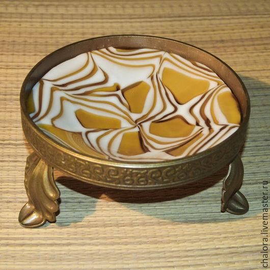 Блюдо `Солнечный ветер` из литого стекла на кованой подставке. Ручная работа.