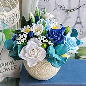 Цветы и флористика ручной работы. Ярмарка Мастеров - ручная работа Бело-синий букет с розами, ромашками и эустомой. Handmade.