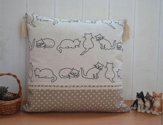 """Текстиль, ковры ручной работы. Ярмарка Мастеров - ручная работа. Купить Наволочка на подушку """"Кошки"""", льняная наволочка с кисточками. Handmade."""
