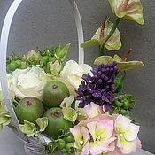 Цветы и флористика ручной работы. Ярмарка Мастеров - ручная работа корзинка-комплимент с розами и яблоками. Handmade.