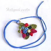 Украшения ручной работы. Ярмарка Мастеров - ручная работа Подвеска с вязаными ягодами на синем шнуре. Handmade.