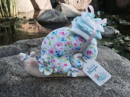 Куклы Тильды ручной работы. Ярмарка Мастеров - ручная работа. Купить Улитка Тильда. Handmade. Розовый, подвеска металлическая