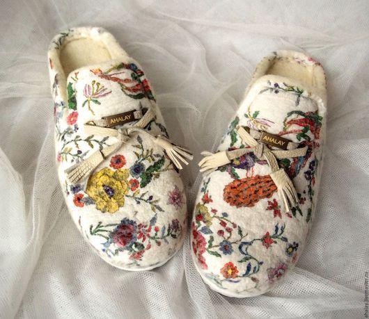 """Обувь ручной работы. Ярмарка Мастеров - ручная работа. Купить Тапочки валяные женские белые """"Я разгадала знак бесконечность"""". Handmade."""