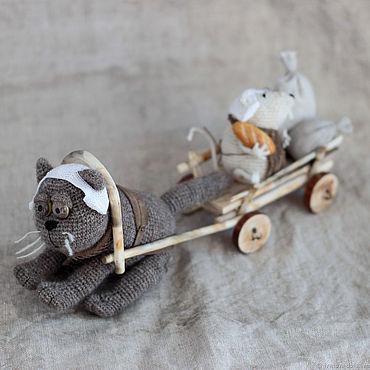 Куклы и игрушки ручной работы. Ярмарка Мастеров - ручная работа Авторская вязаная игрушка кот и мышь. На мельницу.. Handmade.