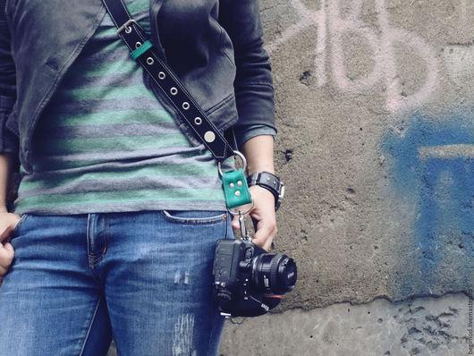 """Пояса, ремни ручной работы. Ярмарка Мастеров - ручная работа. Купить Ремень для фотоаппарата наплечный """"Свободные руки"""". Handmade. Черный"""