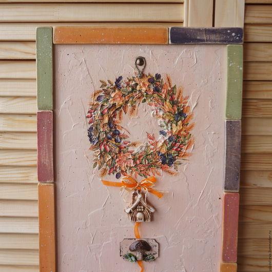 Панно`Осенний веночек`. Осень,осенний интерьер,осенний веночек,венок на дверь. Интерьерное панно,панно на стену,панно и картины. Веночек из сухоцветов,оранжевый,оливковый,баклажановый,винный