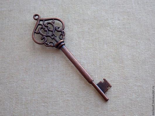 Ключ винтажный. Фурнитура для создания украшений. Подвеска для кулона в виде ключа. Цвет ключа античная медь. Ключ двусторонний. Размер ключа 6,8х2,2 см. Купить винтажный ключ