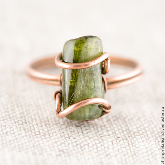 Кольца ручной работы. Ярмарка Мастеров - ручная работа. Купить Милое кольцо из меди с турмалином. Зеленый турмалин.. Handmade.