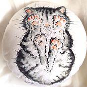 Для дома и интерьера ручной работы. Ярмарка Мастеров - ручная работа Круглая подушка с принтом Лапочки. Handmade.