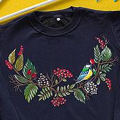 Одежда ручной работы. Ярмарка Мастеров - ручная работа Свитшот с росписью Ягодный венок с синичкой. Handmade.