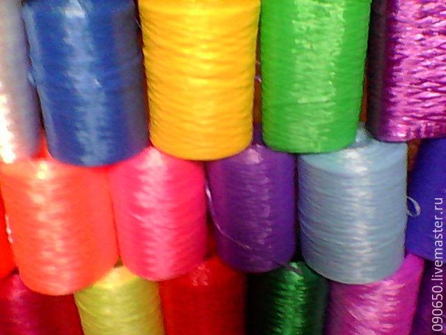 полипропиленовая нить, используется для вязания крючком , различных расцветок (белого , розового , красного , бежевого , синего , голубого , зелёного и т. д. цветов) Цена 235 руб. за 1 кг .