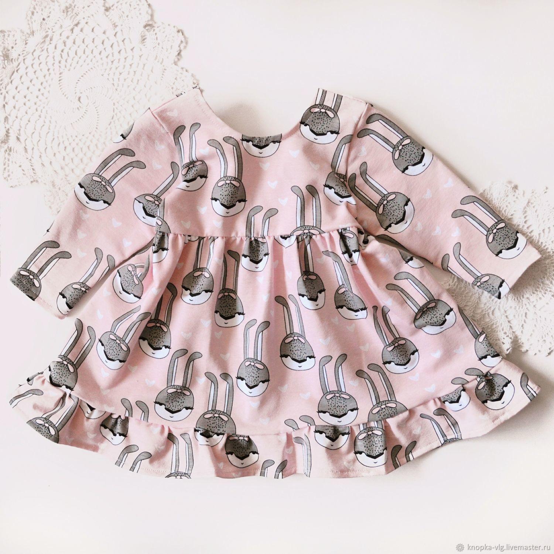 Детское розовое платье с зайками