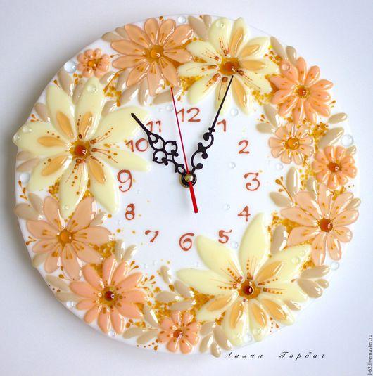 Часы для дома ручной работы. Ярмарка Мастеров - ручная работа. Купить часы из стекла, фьюзинг  Сливочная нежность. Handmade. Белый