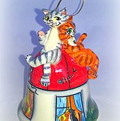 """Сувениры и подарки ручной работы. Ярмарка Мастеров - ручная работа Колокольчик """"Два кота на крыше"""". Handmade."""
