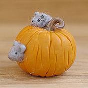 Куклы и игрушки ручной работы. Ярмарка Мастеров - ручная работа Мышка в тыкве - миниатюра для кукольного домика. Handmade.