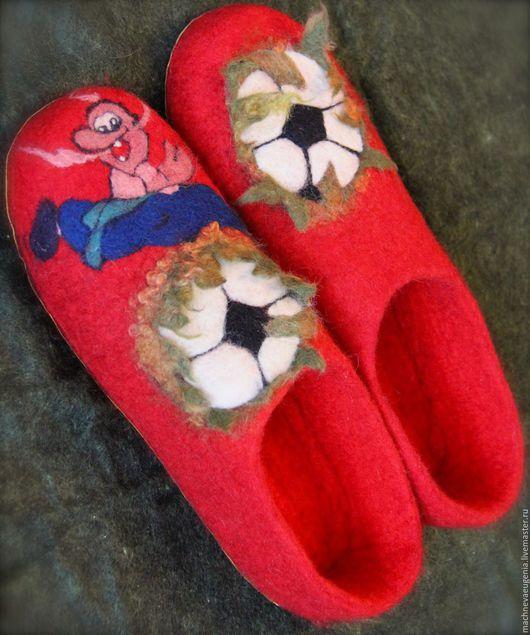 Тапочки ручной работы `Футбол` из натуральной шерсти. Мачнева Евгения(sladuniya)