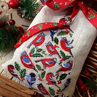 """Подарки к праздникам ручной работы. Ярмарка Мастеров - ручная работа Льняной подарочный мешочек """" Снегири"""". Handmade."""