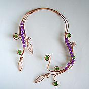 Субкультуры ручной работы. Ярмарка Мастеров - ручная работа Колье с фиолетовыми и зелеными бусинами. Handmade.