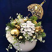 Новогодние композиции ручной работы. Ярмарка Мастеров - ручная работа Новогодняя композиция с золотым зонтиком. Handmade.