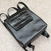 Рюкзак с декором из кожи крокодила
