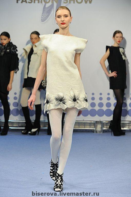 Платья ручной работы. Ярмарка Мастеров - ручная работа. Купить Дизайнерское платье белое, валяное, с цветами. Handmade. Платья, минимализм