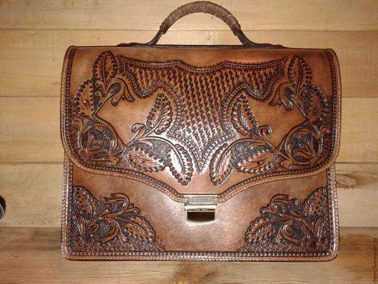 Мужские сумки ручной работы. Ярмарка Мастеров - ручная работа. Купить Портфель. Handmade. Коричневый, с тиснением, для документов, кожаный, рисунки