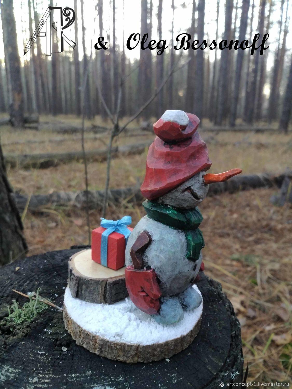 Christmas tree toy made of wood miniature Snowman with gift, Miniature figurines, Ryazan,  Фото №1