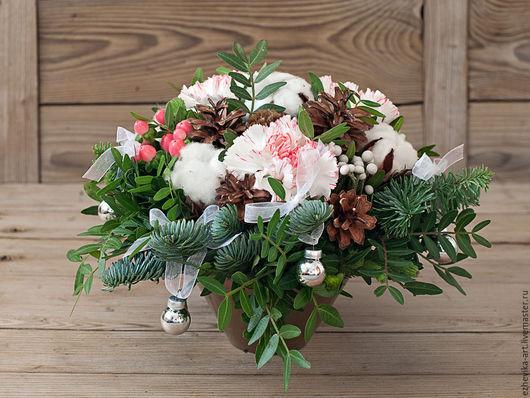 Интерьерные композиции ручной работы. Ярмарка Мастеров - ручная работа. Купить Новогодняя композиция из живых цветов, сухоцветов и зелени. Handmade.