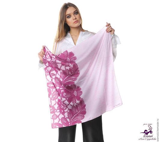 Дизайнер Анна Сердюкова (Дом Моды SEANNA).  Дизайнерский платок из шелка `Розово-сиреневое кружево вполовину`. Размер платка - 65х65 см.  Цена - 2400 руб.
