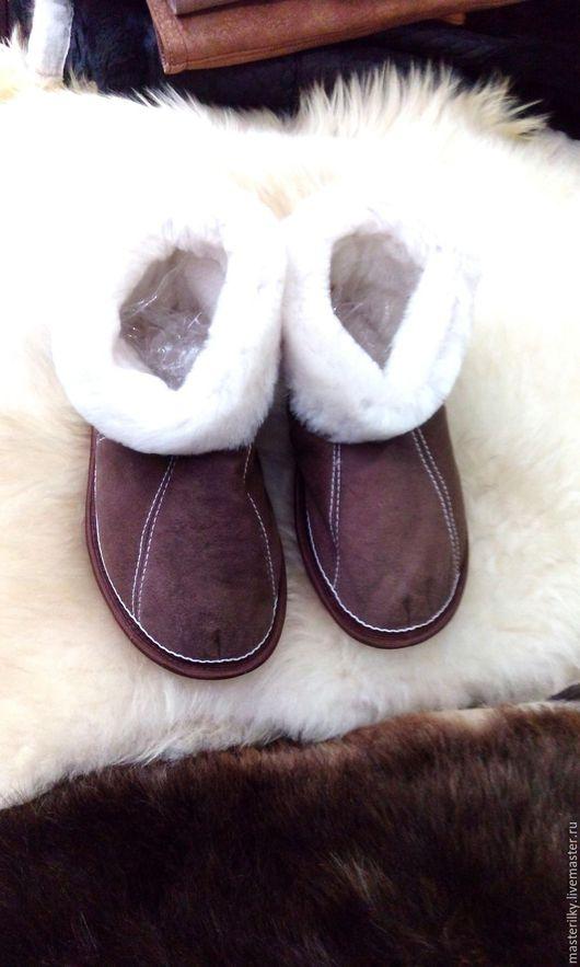 Обувь ручной работы. Ярмарка Мастеров - ручная работа. Купить Чуни из натуральной овчины (мужские). Handmade. Коричневый, домашняя обувь