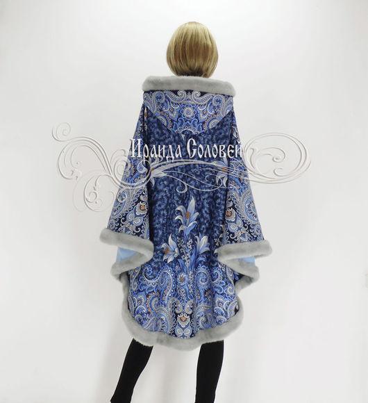 Авторское пальто-пончо с отстегивающимся капюшоном из шерстяных (100% шерсть) павлопосадских платков Морозко-5 с искусственным мехом.