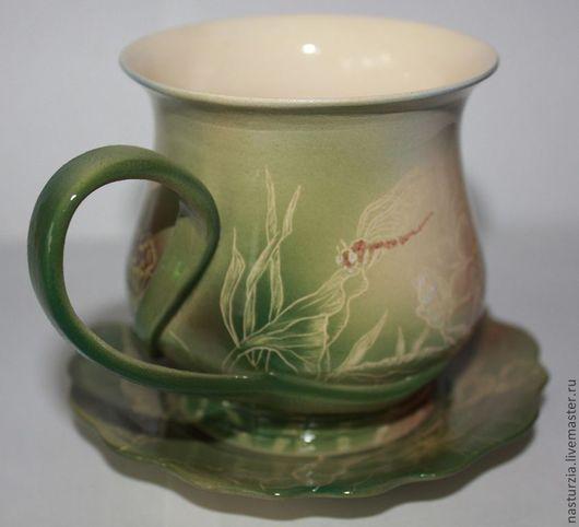 Бутоны и листья лотоса - тема этой чайной пары. На травинку присела стрекоза...